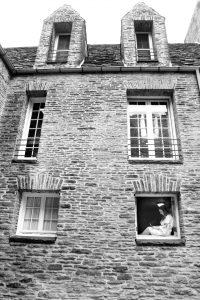 b-bride-in-window