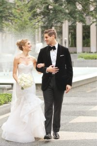 uu-bride-groom-walking