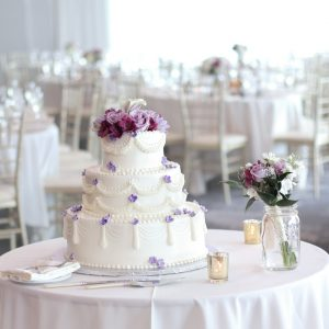 wedding-cake-at-reception