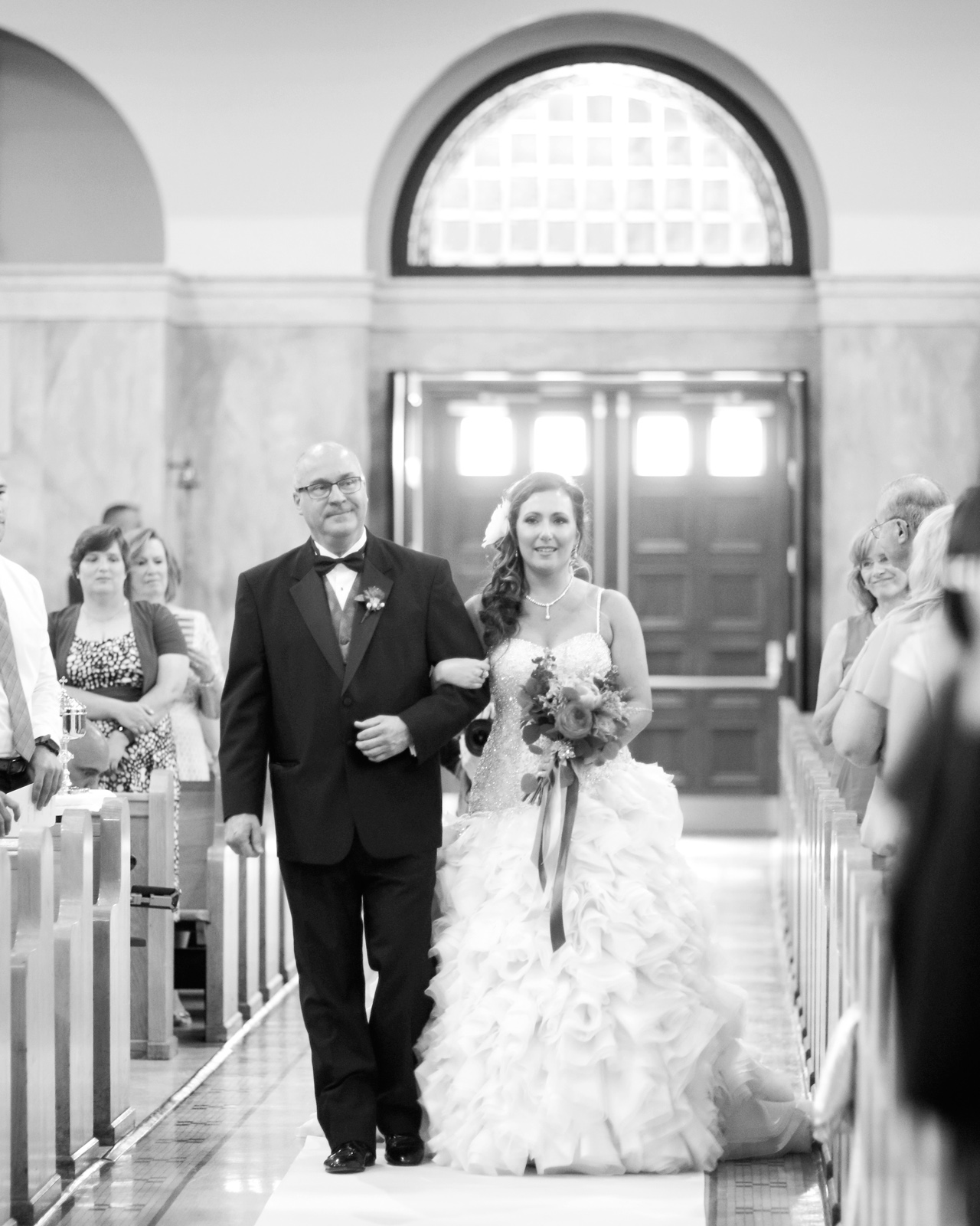 dad-walks-bride-aisle