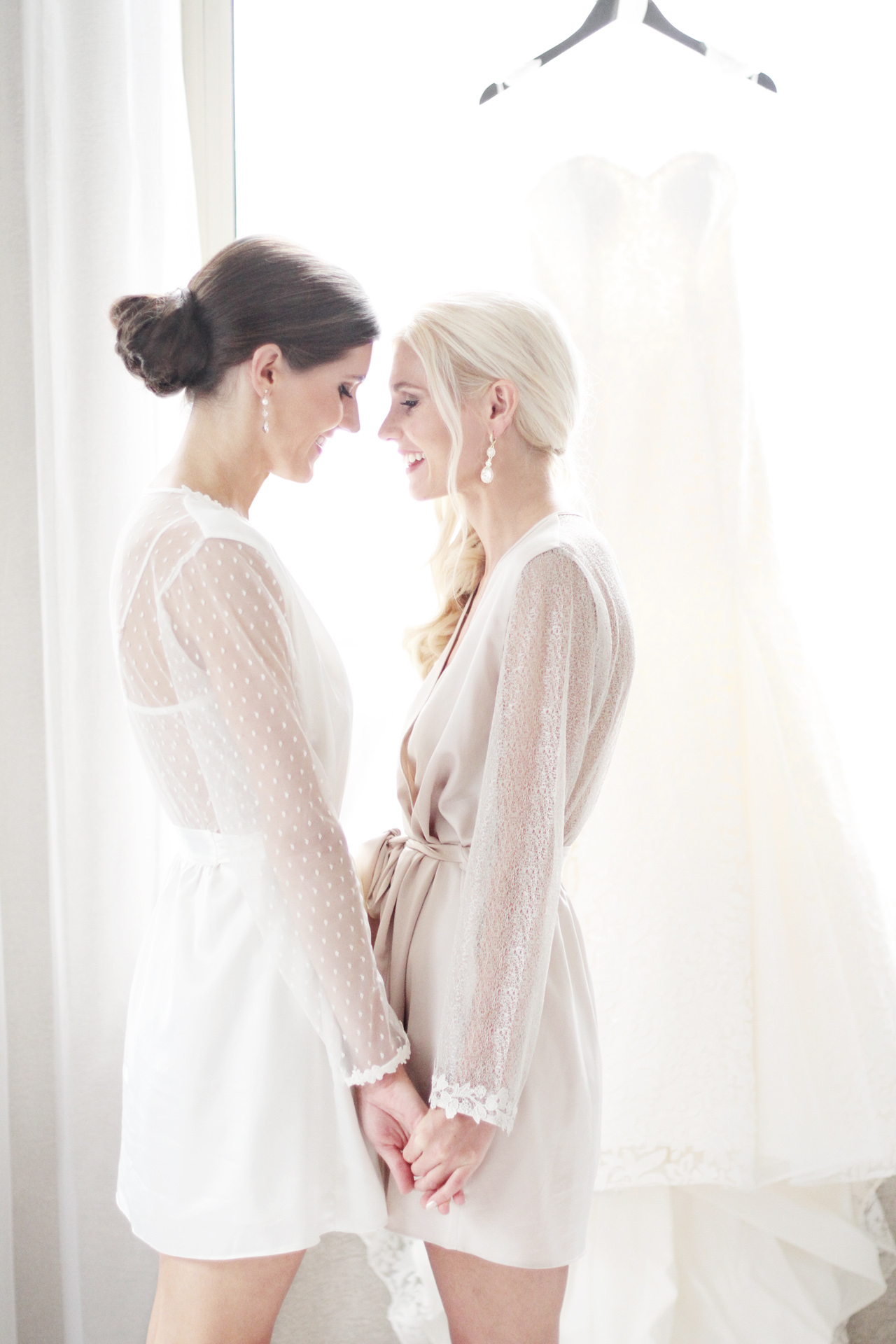 bride-and-sister