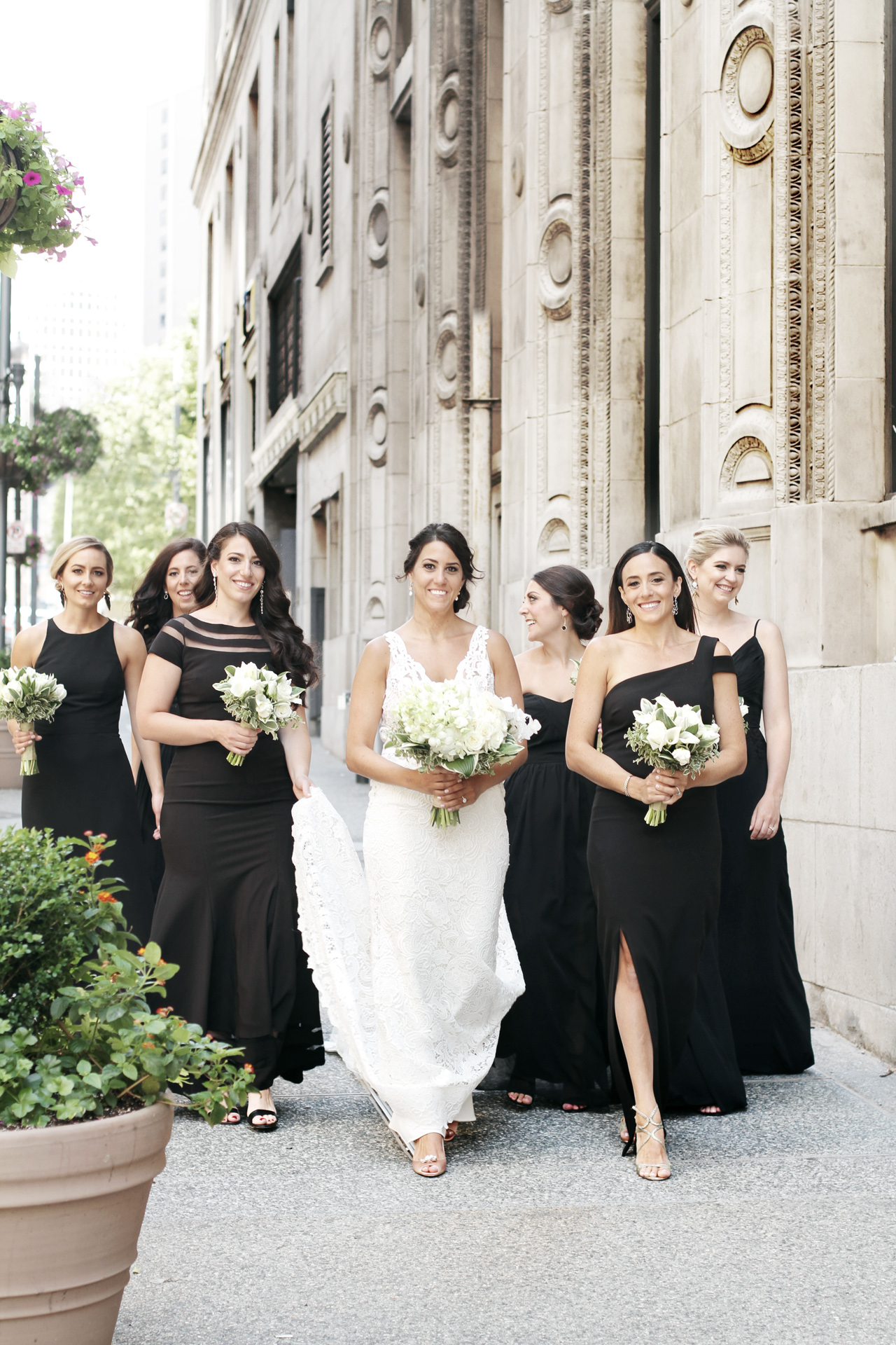 bridesmaids-at-omni-william-penn