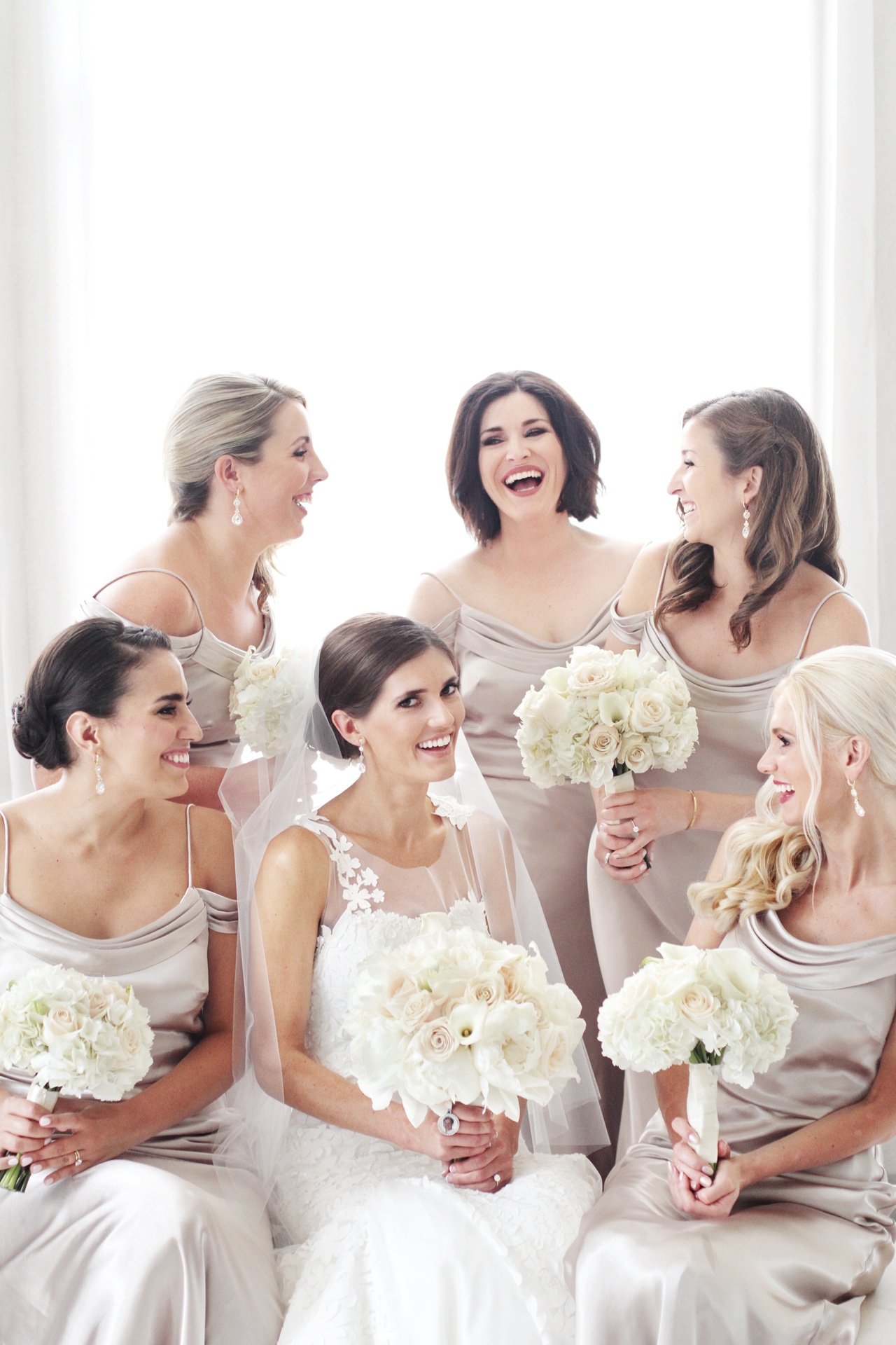 bridesmaids-laughing