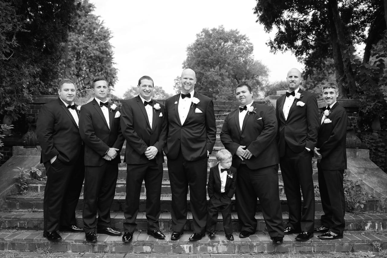 groomsmen-in-pittsburgh-park