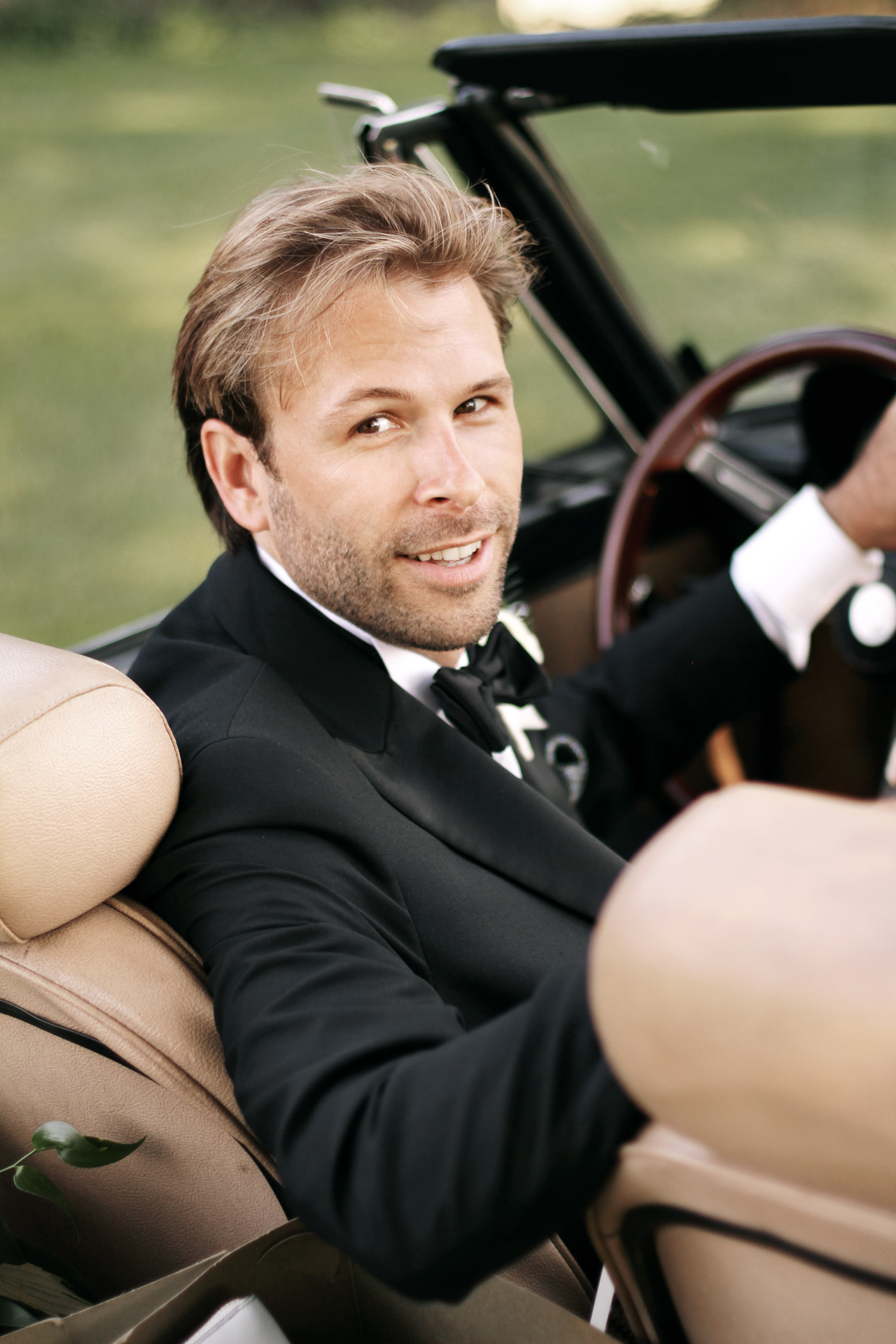 groom in convertible