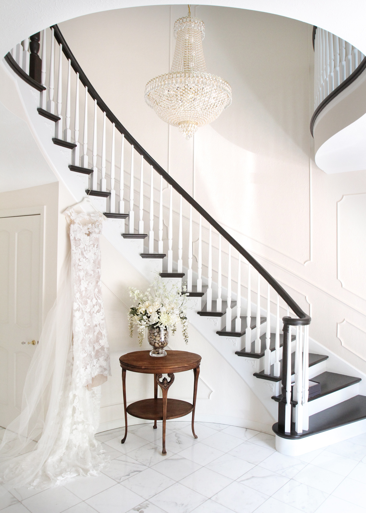 dress-at-stairs