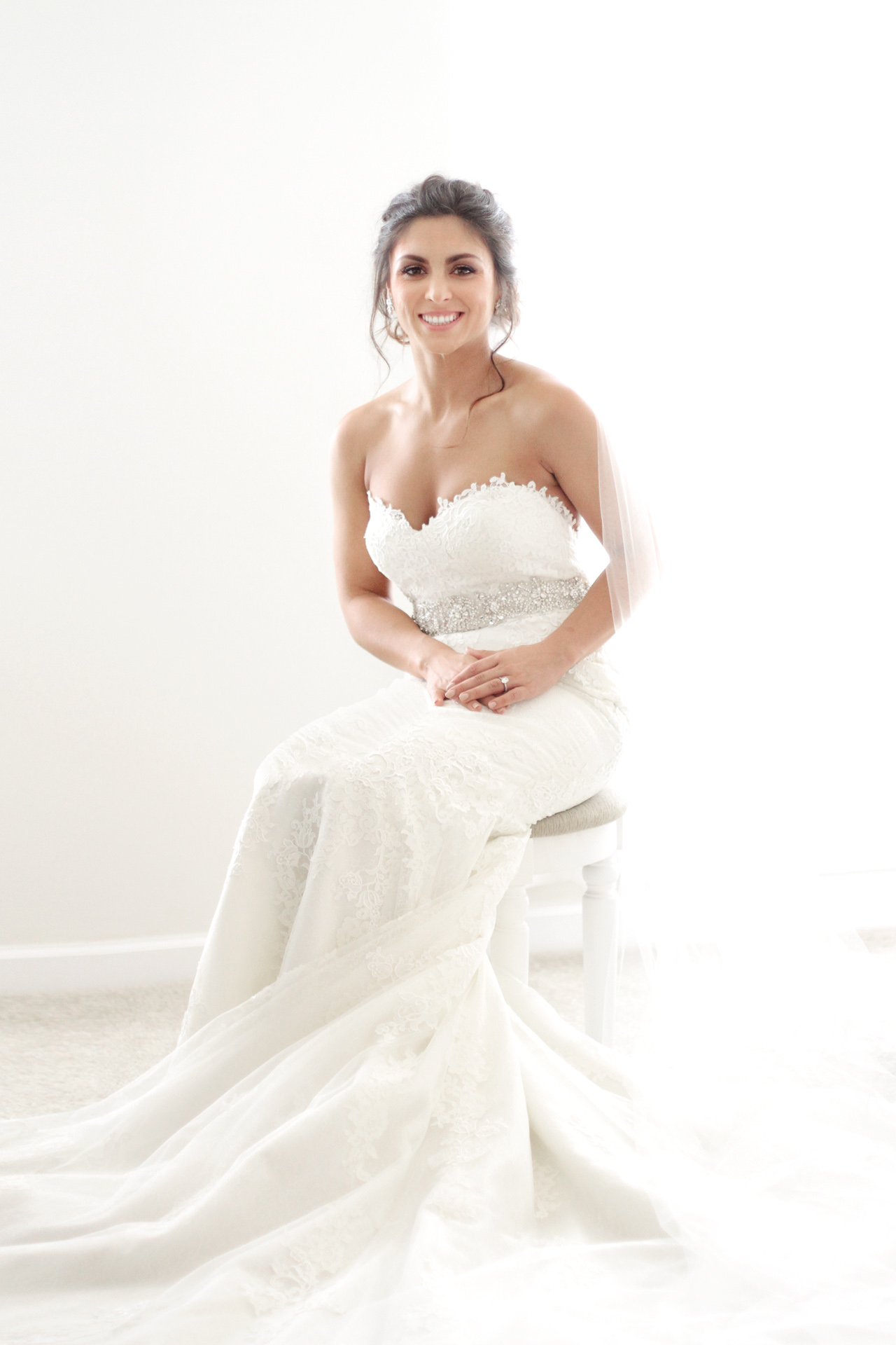 seated-bride-araujo