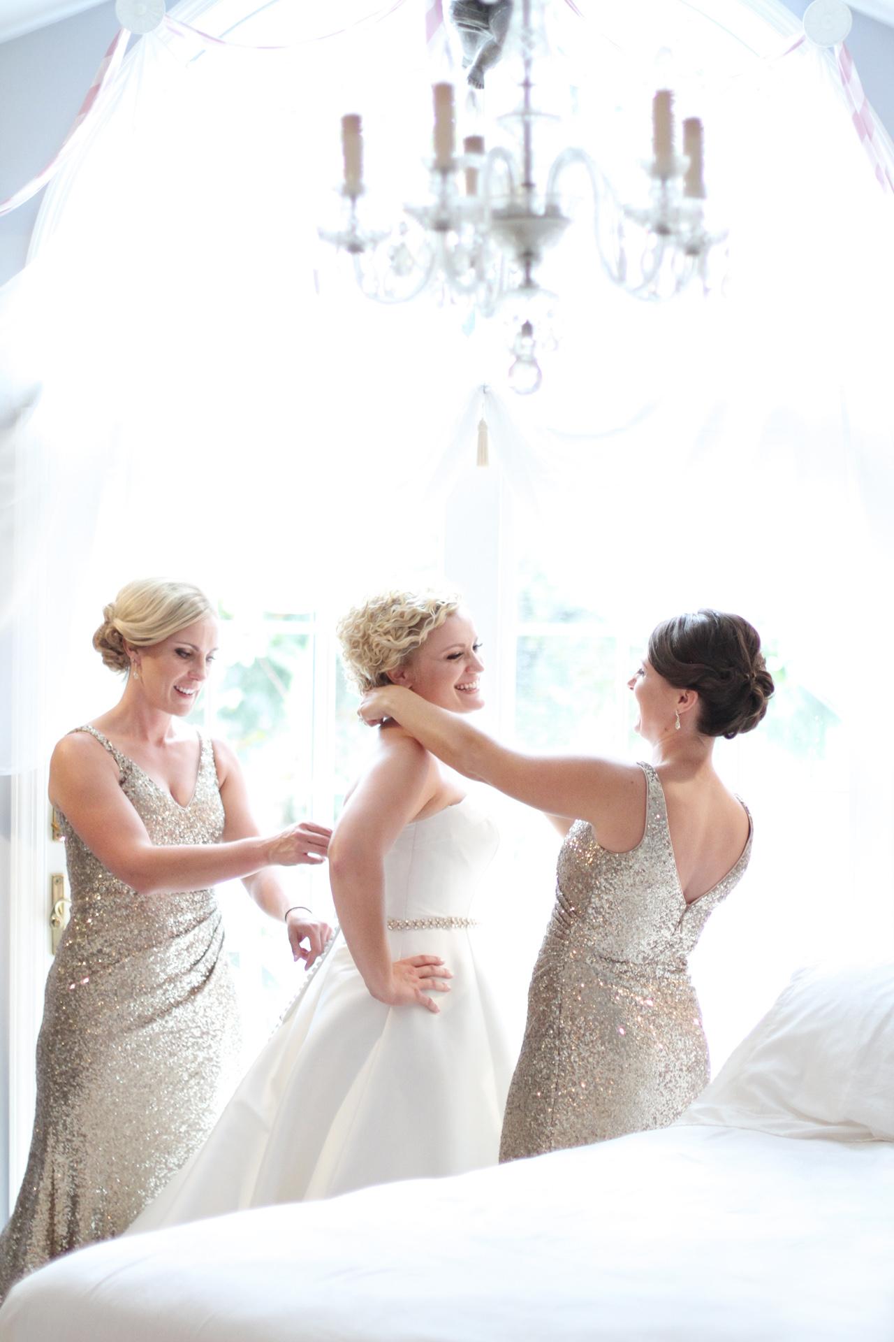 sisters-help-bride