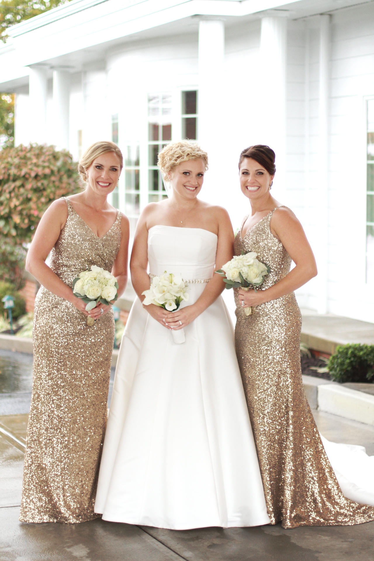 bride-and-sisters