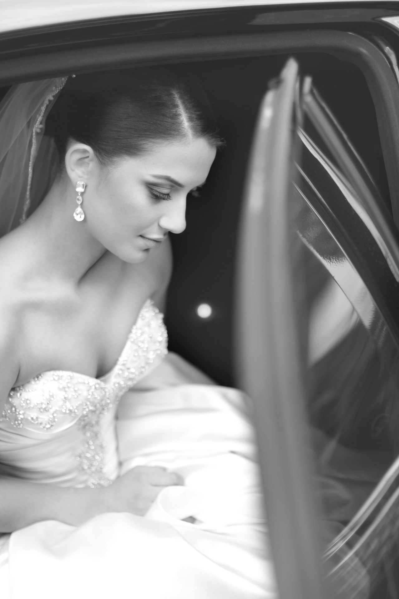 bride-in-limo
