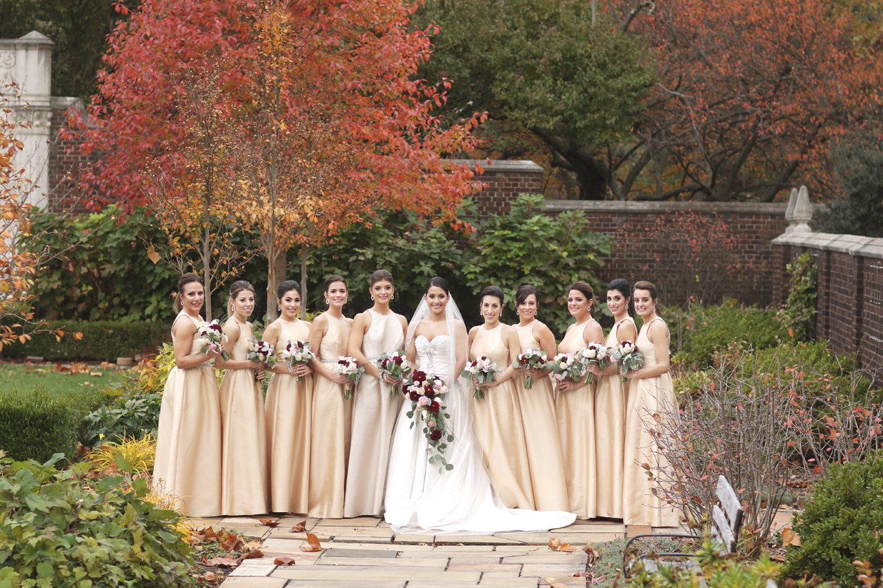 bridesmaids-in-mellon-park