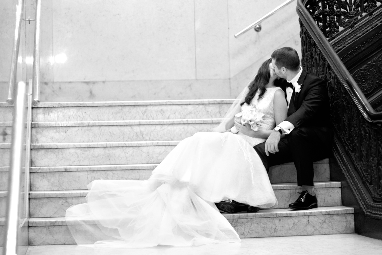 pittsburgh newlyweds kissing on steps