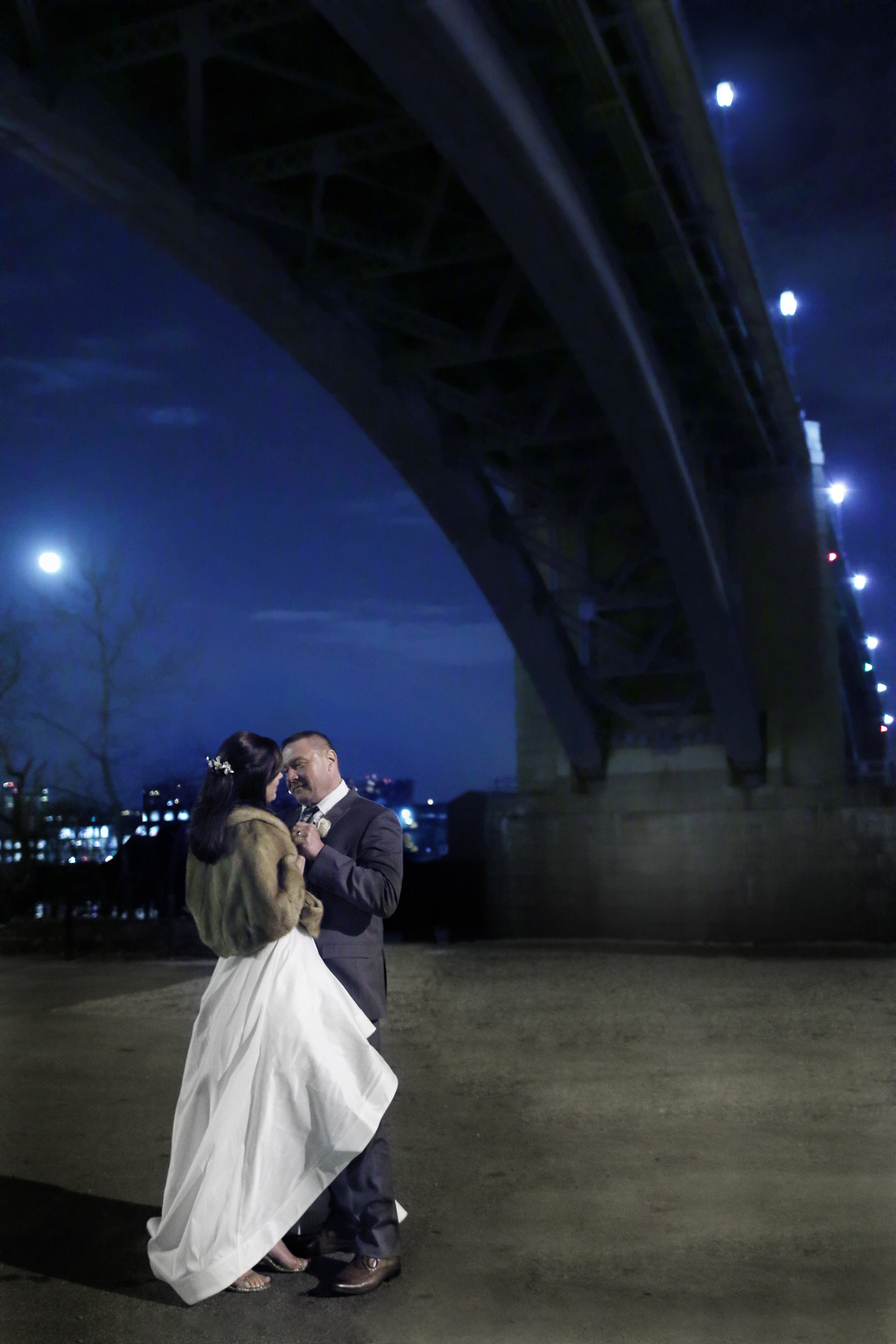 araujo-photo-under-the-bridge-wedding