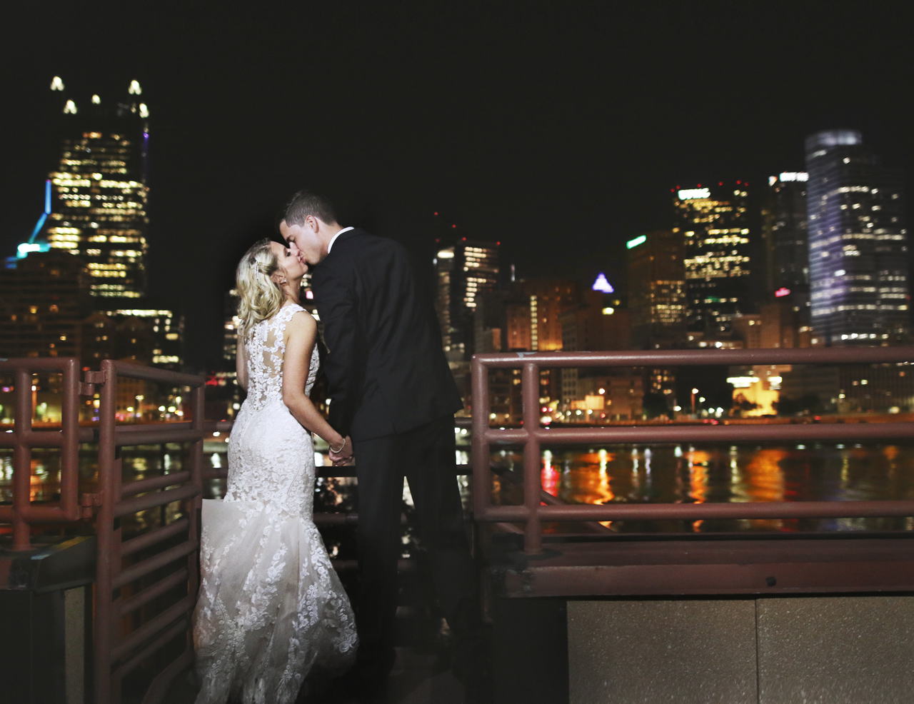 pittsburgh-skyline-wedding
